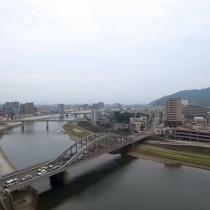 都会の川って感じ