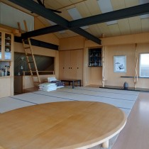 シンプルな空間の2階部分