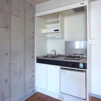 キッチンは小さめ
