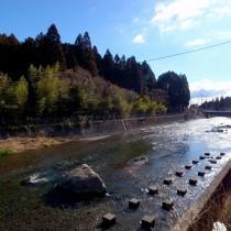 キラキラとまぶしい川面